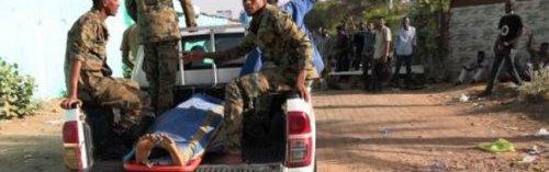 جثمان-أحد-الجنود-القتلى-في-محاولة-فض-اعتصام-قيادة-الجيش-الثلاثاء-9-أبريل.jpg