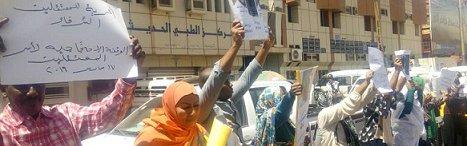 أسر-لمعتقلين-نفذت-وقفة-احتجاجية-مقابل-مبنى-جهاز-الأمن-بالخرطوم-..الأحد-17-مارس-2019-سودان-تربيون.jpg
